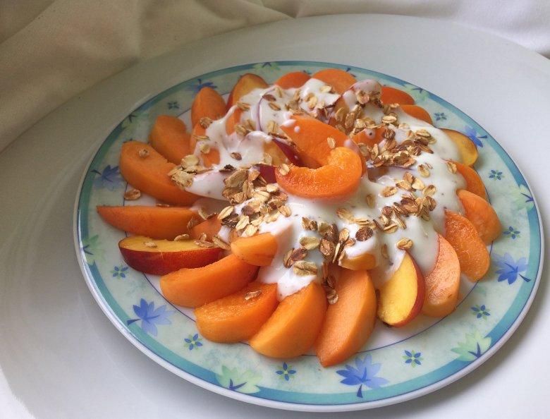 Haferflocken-Frucht-Teller