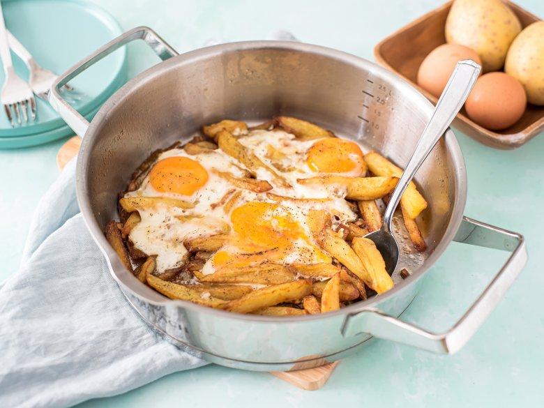 Eier auf Kartoffeln