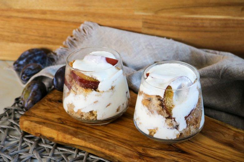 Quark-Dessert mit Pflaumen