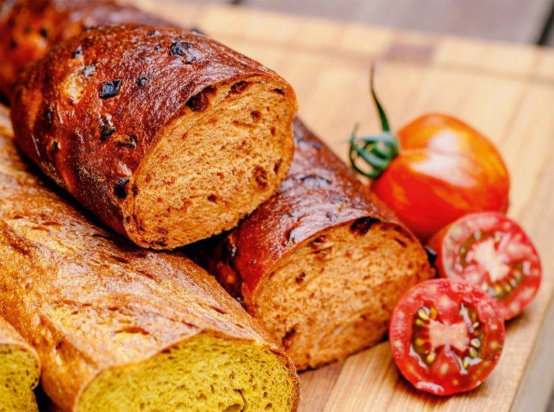 Tomaten-Speck-Brot