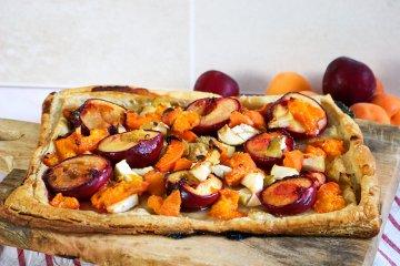 Schneller Pflaumenkuchen mit Aprikosen