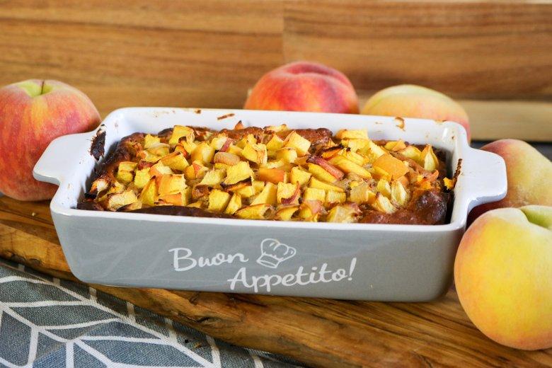 Dattelkuchen mit Pfirsichen