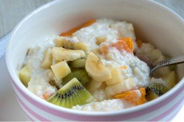 Joghurt-Couscous mit Obstsalat
