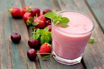 Erdbeer-Kirsch-Smoothie